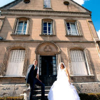 mariage couple grand angle robe amour architecture